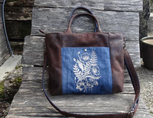 Sac à main pour femme brodé , bandoulière amovible, faux cuir marron effet vieilli jean bleu fleurs en relief  3 D broderie coquelicots