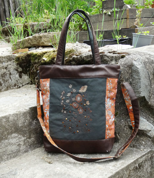 Grand sac à main brodé femme faux cuir marron toile kaki  tissu orange fleuri broderie fleurs sauvages  perles en verre