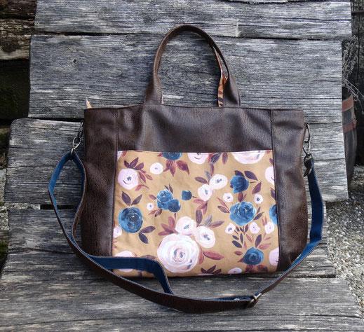 Sac à main cabas femme bandoulière amovible faux cuir marron effet vieilli ,tissu ocre jaune fleurs bleues pétrole roses tote bag piece unique fabrication artisanale fait-main Francr