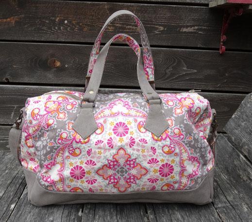 petit sac de voyage femme similicuir taupe effet daim tissu toile ornement fleurs bandoulière amovible original pratiqure