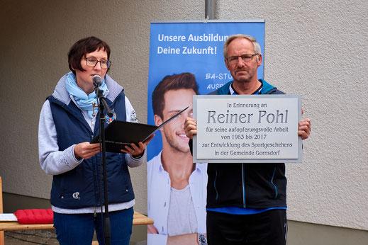 Bürgermeisterin Andrea Arnold und Joachim Hoffmann bei der Eröffnung des Reiner-Pohl-Sportfestes 2017.