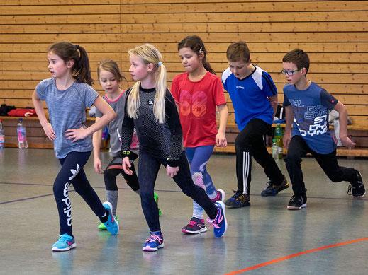 Sprint-, Sprung- und Wurftechnik - in der Kinderleichtathletik werden die Grundlagen spielerisch vermittelt.