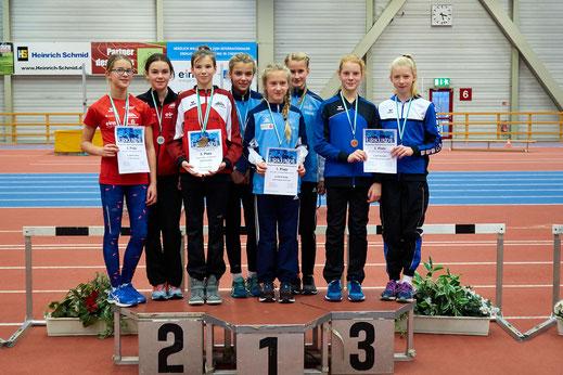 Die summierte Punktzahl von Kiara Reiland, Lucy Queck und Lena Thierfelder brachte Bronze in der Mannschaftswertung der U14.
