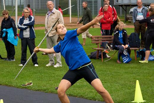 Im Umgang mit Wurfgeräten macht Julia Förster so schnell keiner was vor. Silber im Speer- und Bronze im Diskuswurf brachte die U18-Athletin von der Mitteldeutschen Meisterschaft nach Hause.