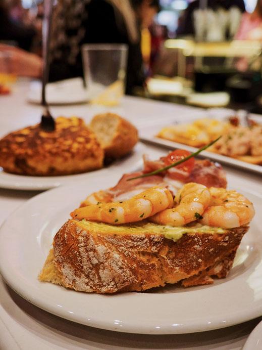 Tapas de gambas, de jamón y tortilla, por favor! :-)