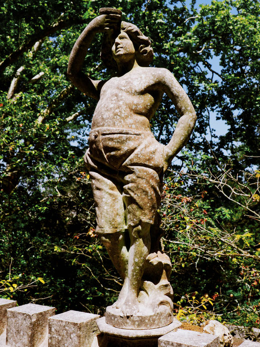One of the numerous statues of the gardens