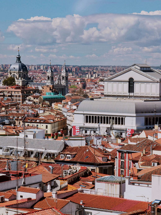 What a nice view of the Teatro Real and the Cathedral de la Almudena!