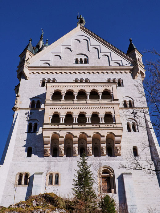 The southern facade of the Neuschwanstein Castle