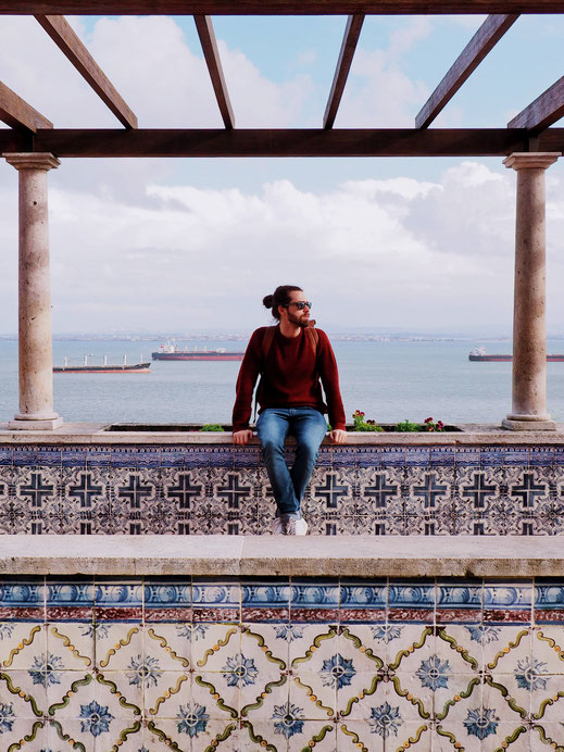 Rafael lost among the azulejo patterns