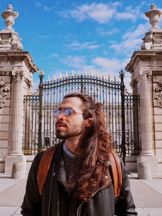Rafael in front of the gates of the Royal Palace - Plaza de la Armería