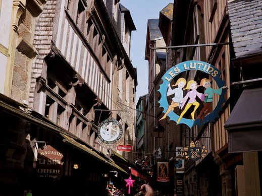 Store signs in the main street making it looks like Diagon Alley
