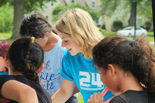 Jugendliche und Teenager engagieren sich bei gesellschaftlichen Themen