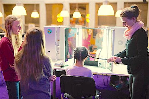 Hairstyling Frisuren Workshop für Teenager als Geschenkidee und Geschenk zum Geburtstag