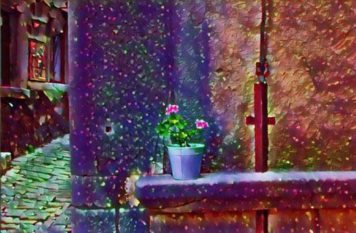 Eine winterliche Impression mit Blumentopf und überraschend blühender Blume. Dieser Eindruck wurde durch einen grafischen Filter erzeugt.