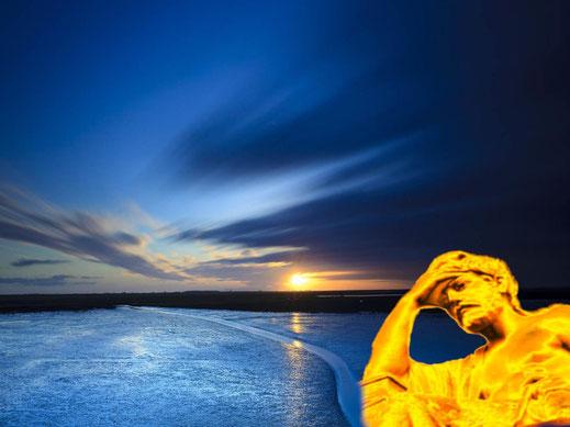 """Ein antiker Denker in Gold sinnt über den Ort nach, an dem sich die romatische """"Sleepy Lagoon"""" aus dem Evergreen der Platters befinden soll."""