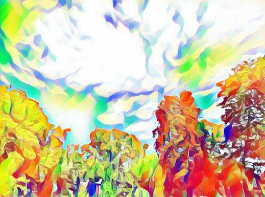 Ein Wolkenbild mit dezenten pastellfarbenen Akzenten