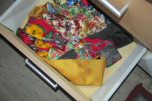 Krawattenträger sind immer stolz auf ihre Sammlung. Manchmal sollten sie auch aufräumen.