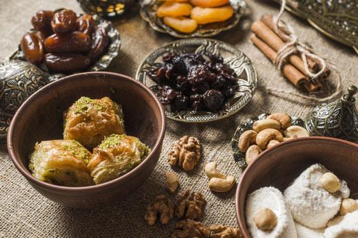 Köstlichkeiten, Nüsse und Trockenfrüchte