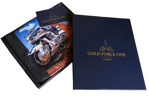 Boîte de luxe contenant un t-shirt GOLD FORCE ONE