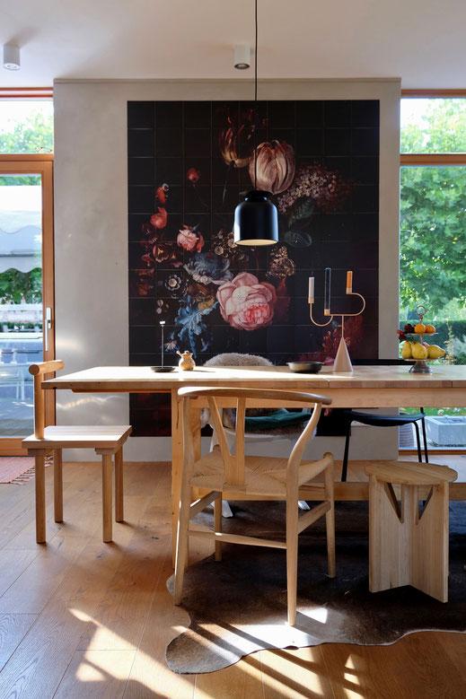 dieartigeBLOG // Esszimmer, Wandbild, IXXI - Y-Chair, Kristina Dam Studio Chair, Ferm Living Kerzenständer