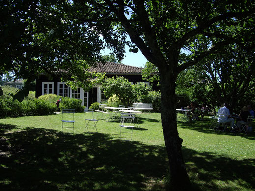 la terrasse ombragée du golf des roucous