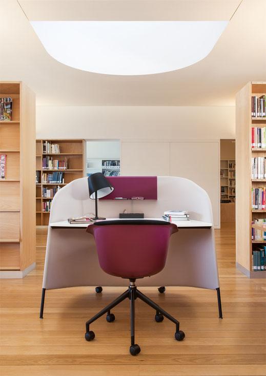 Sedus secretair, mobiler Einzelarbeitsplatz, Büro, Homeoffice, Abschirmung, akkustisch Wirksam, Ambientedarstellung Bibliothek