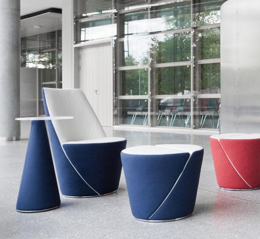 Dauphin Aspetta Loungesessel, Hocker und Beistelltisch, Ambientedarstellung Lobbybereich