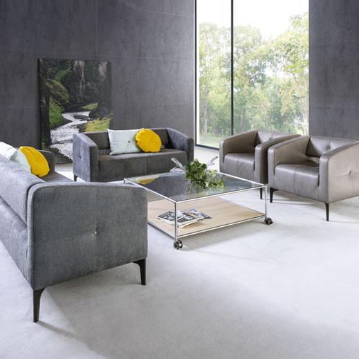 Züco Destino Sofa, Sessel, Zweisitzer und Zweieinhalbsitzer, Absteppung und Polsterknöpfe