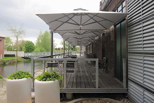 Freiarm Sonnenschirm Gastronomie Terrasse