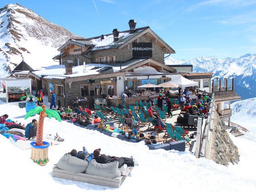Apres Ski Terrasse in den Bergen