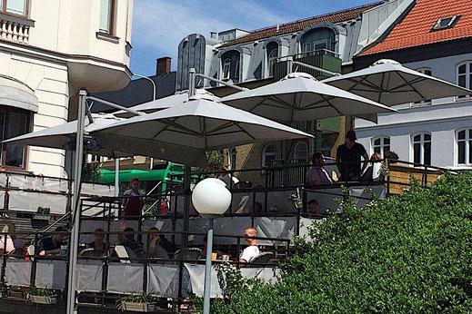 Eckschirm für die Gastronomie Terrasse