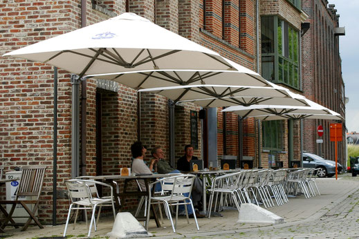 Freiarm Schirm Gastronomie Terrasse