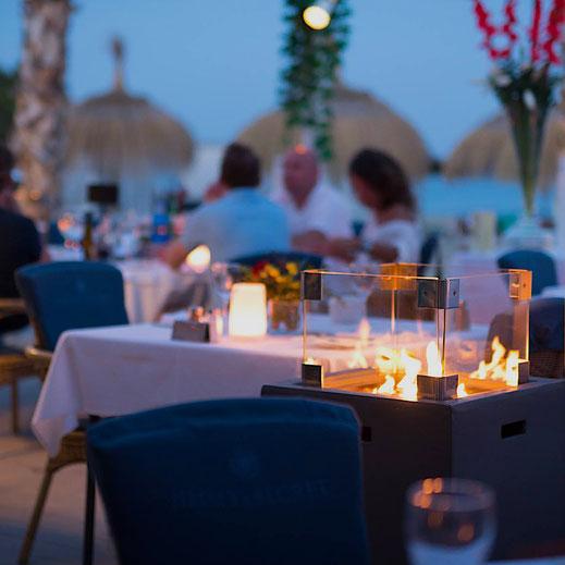 Feuerstelle auf einer Restaurant Terrasse