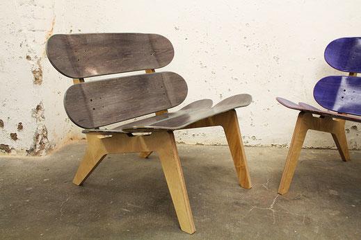 skateboard lounge chair made out of skateboards. Sessel aus Rollbrettern. DIe elegente Erscheinung des Skateboard stuhls verjüngt jedes Zimmer und jeden Raum. Interior design made from skateboards.