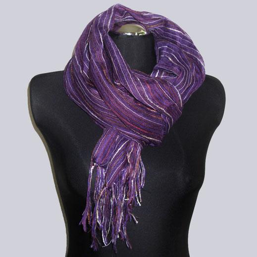 Wunderschöner Schal in lila und mehrfarbigen tollen Streifen