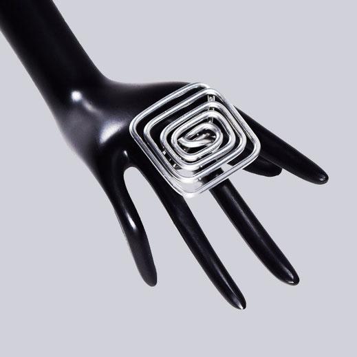 Ein wunderschöner, silberfarbener Lagenlook Ring. Sehr extravagant. Ein toller Modeschmuck Ring.  My-Levanjo Design.
