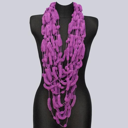Wunderschöne, lange Schal-Kette Softmee lila. My-Levanjo Design. Extravagante Accessoires.
