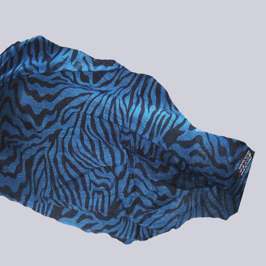 Leichter Schal Tinga im Animal Print. Blau, schwarz.