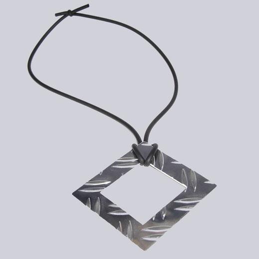 Halskette Maddy. Sehr extravagant. Silberfarben, schwarz, handmade Design by My-Levanjo