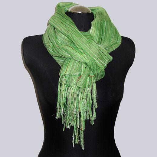 Wunderschöner, leichter Schal in einem tollen Gruenton mit schönen Streifen. Leicht transparent.