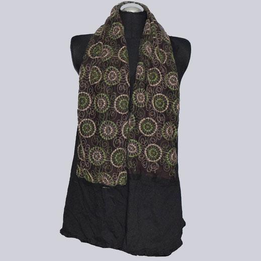 Schöner Schal in schwarz, braun, grün.