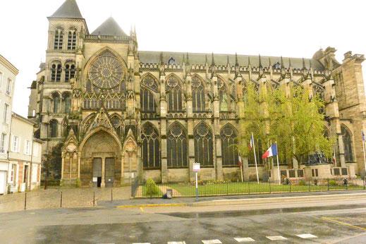 Châlons-en-Champagne, autrefois Châlons-sur-Marne, est le siège d'un diocèse couvrant la partie Sud du département de la Marne (la partie Nord relevant de l'archidiocèse de Reims). Il s'agit d'un des plus anciens diocèses de France puisque son évêque ...