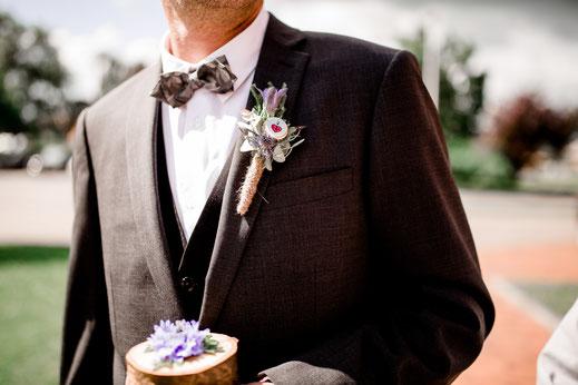 Krautsand, Standesamt, Elbe, Strand, Hamburg, Wedding, Hochzeit, Rathaus, Trauung, Idee, Inspiration, Deko, Feier, Brautpaar, Bride, Groom, Astra Blume, Anstecker