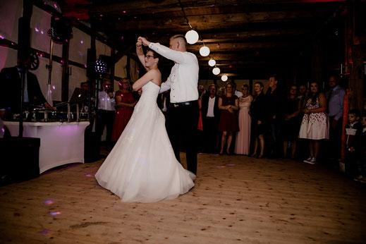 moisburg, party, feier, brautpaar, braut, bräutigam, empfang, bride, groom, buxtehude, scheune, empfang, eröffnungstanz, dj, tom rix, hamburg