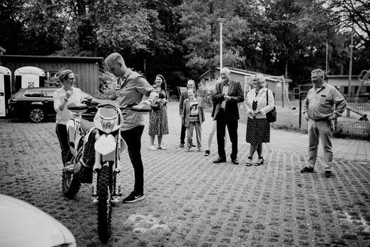 motorrad, ovelgönne, wassermühle, empfang, parkplatz, ride the bike, brautpaar, motocross
