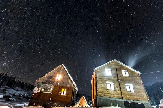 Unsere zwei Cottages in der Pioniersaison. © whitehearts.de