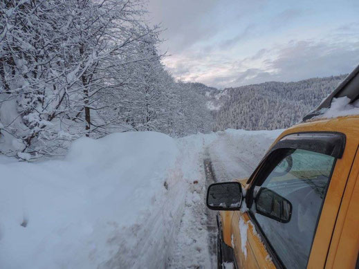 There were loads of snow in the mountains of Ajara beginning of January. Roads are in general small and clearing takes its time. No way of reaching Goderdzi Pass without a proper four-wheel drive.