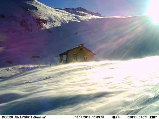 Unfortunately the bowl get not just a lot of snow but also a lot of wind. The weather cam has made better pics than expected. Sanalia, automatic weather-cam, 10/12/2015.