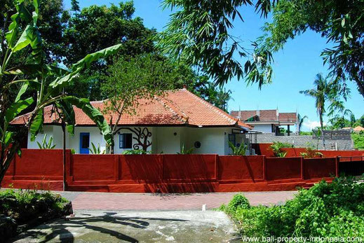 Nice small 2 bedroom villa with Mediterranean influences located in Buduk, Canggu.