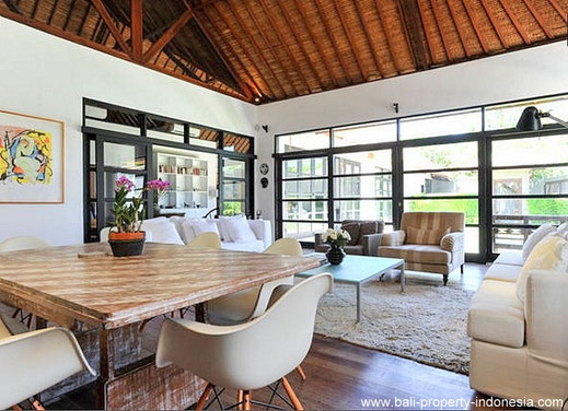 Spacious villa with leasehold contract for sale located at the West side of Sanur.